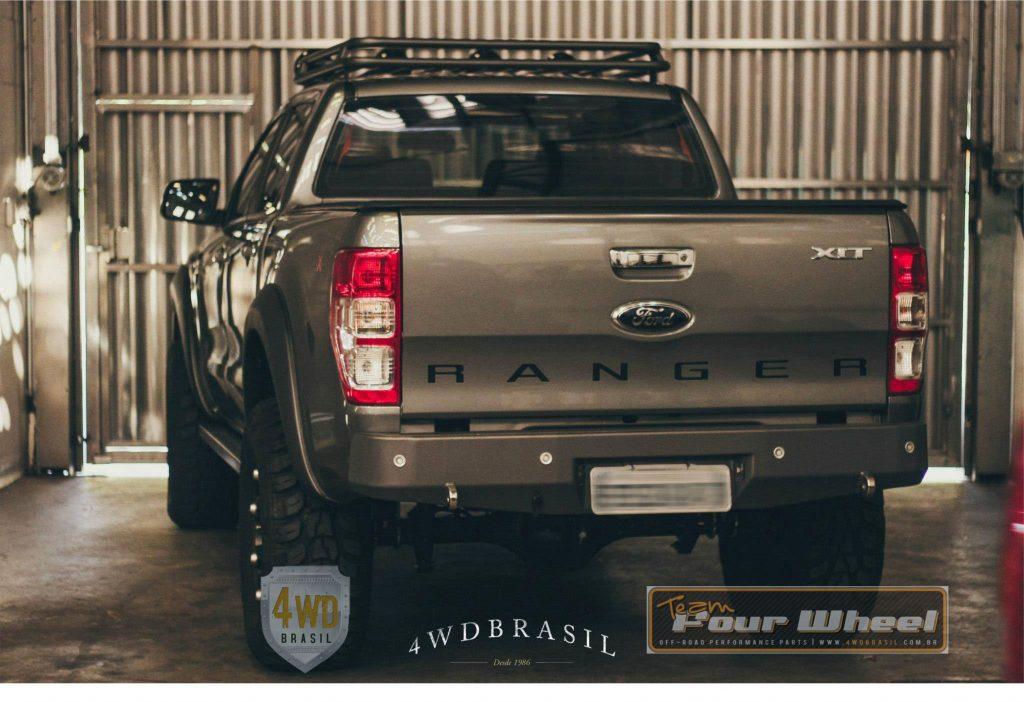 Para-choque traseiro Ford Ranger.
